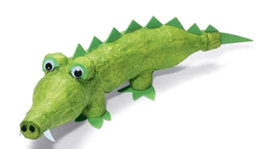 Поделки из пластиковых бутылок - крокодил