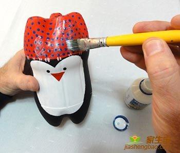 декор пингвина из пластиковых бутылок